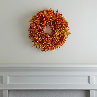 You'll find all of fall's gorgeous colors in this autumnal wreath made of dried oak leaves.Bring the outdoors in with our fall decorating ideas.