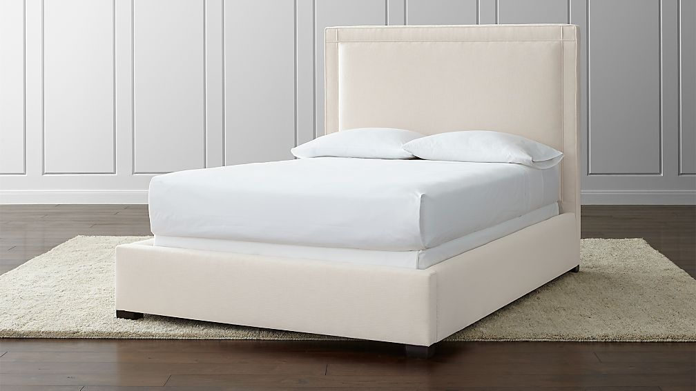 Border Upholstered Full Bed
