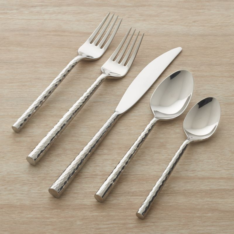A blending of generations brings a contemporary new shape to the classic hammered finish. Stainless steel flatware with stylish heads and round hammered handles is polished to a mirror finish.<br />Includes 4 5-piece placesettings.