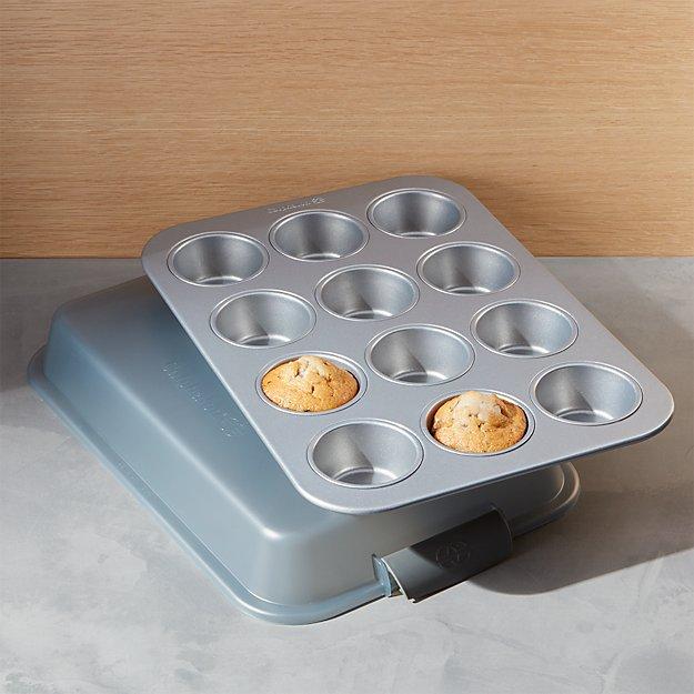 Calphalon ® 12-Cup Covered Cupcake Pan