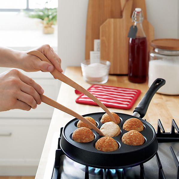 Nordic Ware ® Ebelskiver Pan