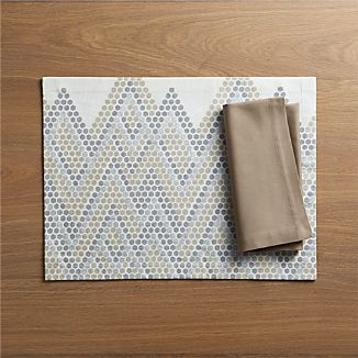 Hex Placemat and Fete Brindle Cloth Napkin