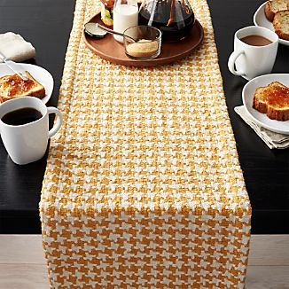 Houndstooth Amber Table Runner