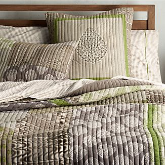 Jaipur Green Quilt and Pillow Shams