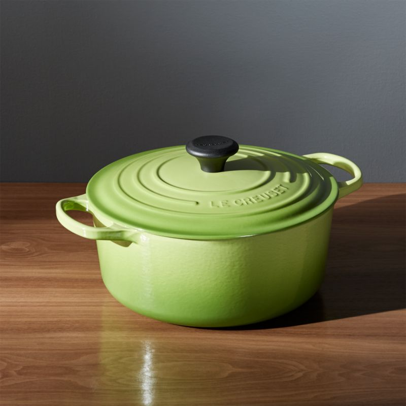 Le Creuset ® Signature 5.5-qt. Round Palm French Oven with Lid
