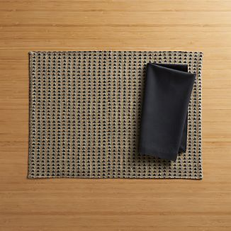 Maddox Placemat and Fete Black Cloth Napkin