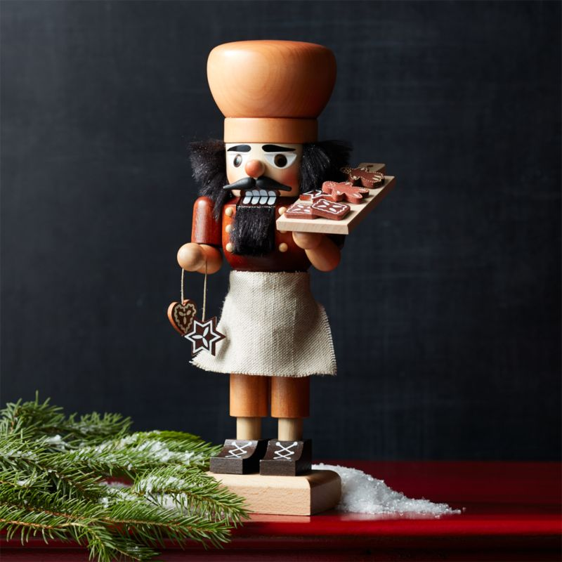 Natural Gingerbread Baker Nutcracker
