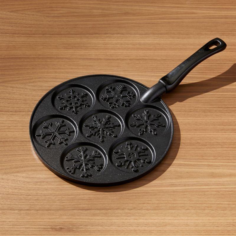 Nordic Ware ® Snowflake Silver Dollar Pancake Pan