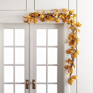 Festoon doorways, banisters or tabletops with the golden yellow of fall's changing leaves. Lifelike garland replicates oak's intricate leaf shapes and charming acorns.