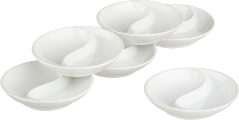 Glossy whiteware shaped for sauces, condiments and nibbles. Two-part round features a dividing swirl.<br /><br /><NEWTAG/><ul><li>Porcelain</li><li>Dishwasher-, microwave- and oven-safe</li><li>Made in China</li></ul>