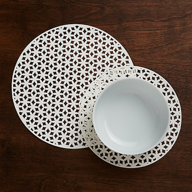 Set of 24 Round Doilies