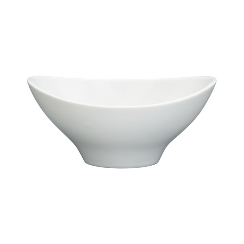 Swooping oval white of porcelain throws a curve at classic whiteware. Versatile, generous bowl combines contemporary restaurant-style presentation with chip-resistant, easy-clean durability.<br /><br /><NEWTAG/><ul><li>Porcelain</li><li>Dishwasher-, microwave- and oven-safe</li><li>Made in China</li></ul>