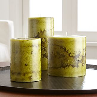 Scenting the home with a bright holiday mix of wintery spices and fresh pear, this scented candle has a beautiful mottled green finish.Paraffin and scented oilMade in Vietnam