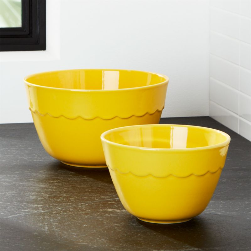 Set of 2 Yellow Scalloped Mixing Bowls