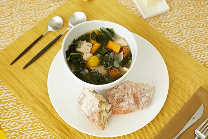 Chicken stew with fresh bread