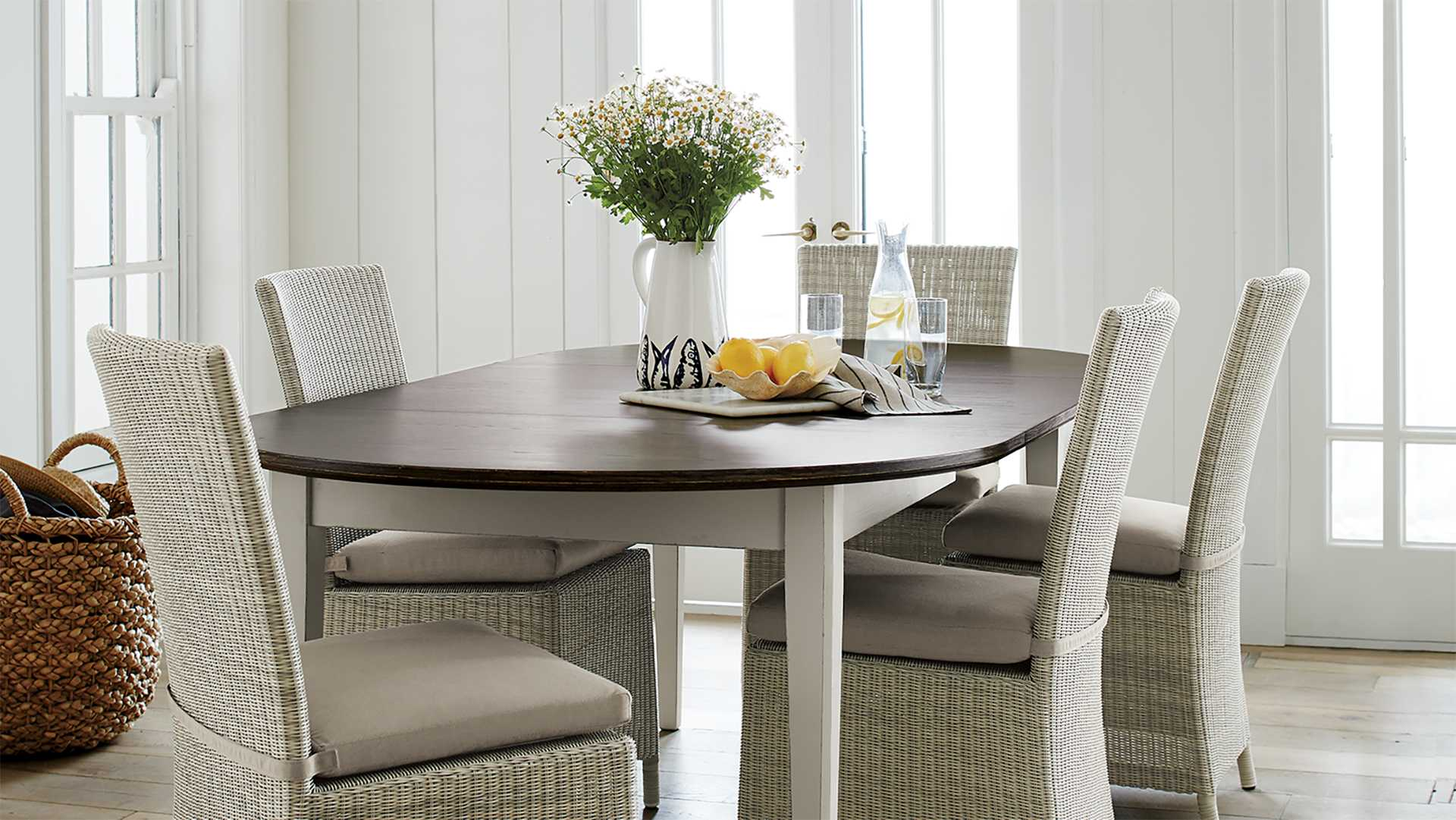 Dining room with Pronzo table and Captiva wicker chairs