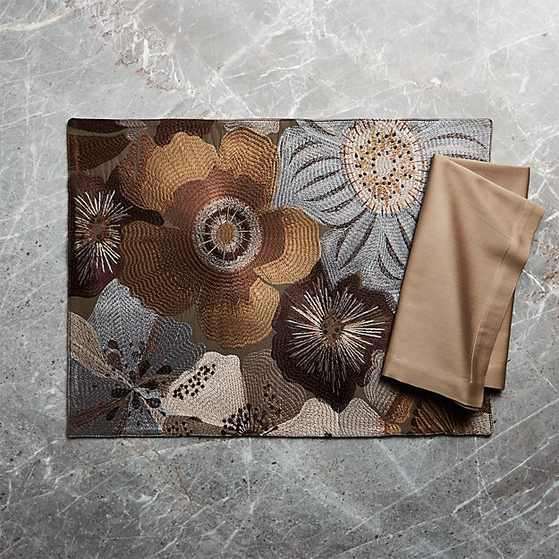 Ashlyn Embroidered Placemat and Fete Brindle Brown Cloth Napkin