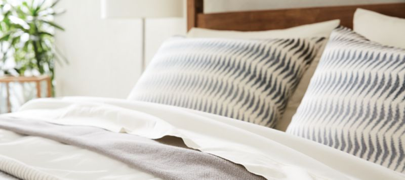 Choose bed linen for the first wedding night 89