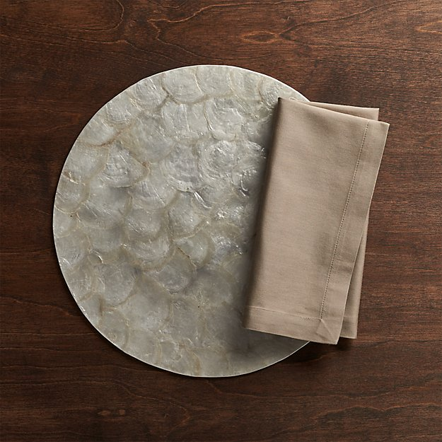 Capiz Reversible Placemat and Fete Brindle Brown Cloth Napkin