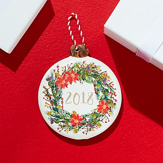 disc ornament with 2018 wreath - Red And Green Christmas Decorations