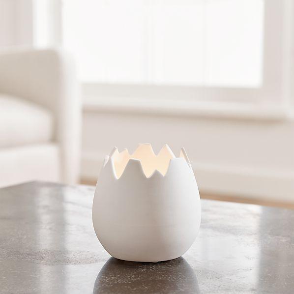 EggshellHolderWhtWCandleROSHS17