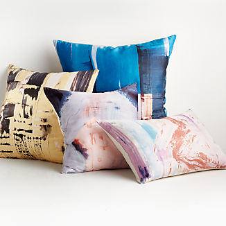 Geva Pillow Arrangement