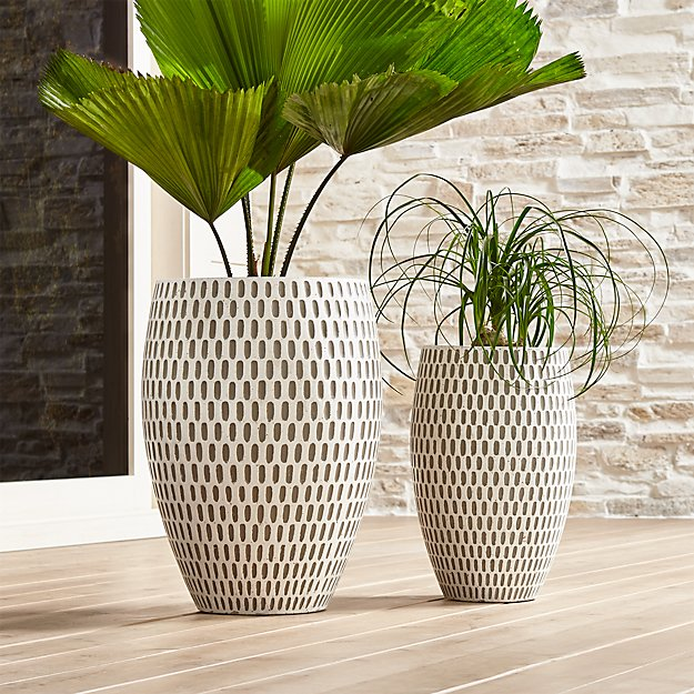 Howell planters crate and barrel for Plante contemporaine