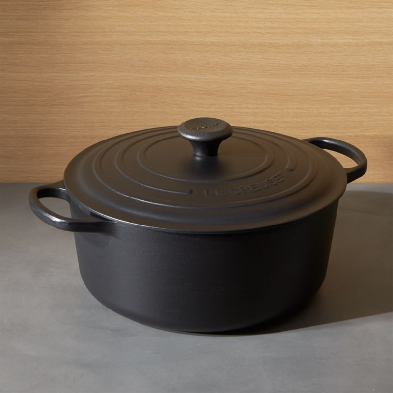 le creuset signature round licorice dutch oven with lid in enamel cookware reviews. Black Bedroom Furniture Sets. Home Design Ideas