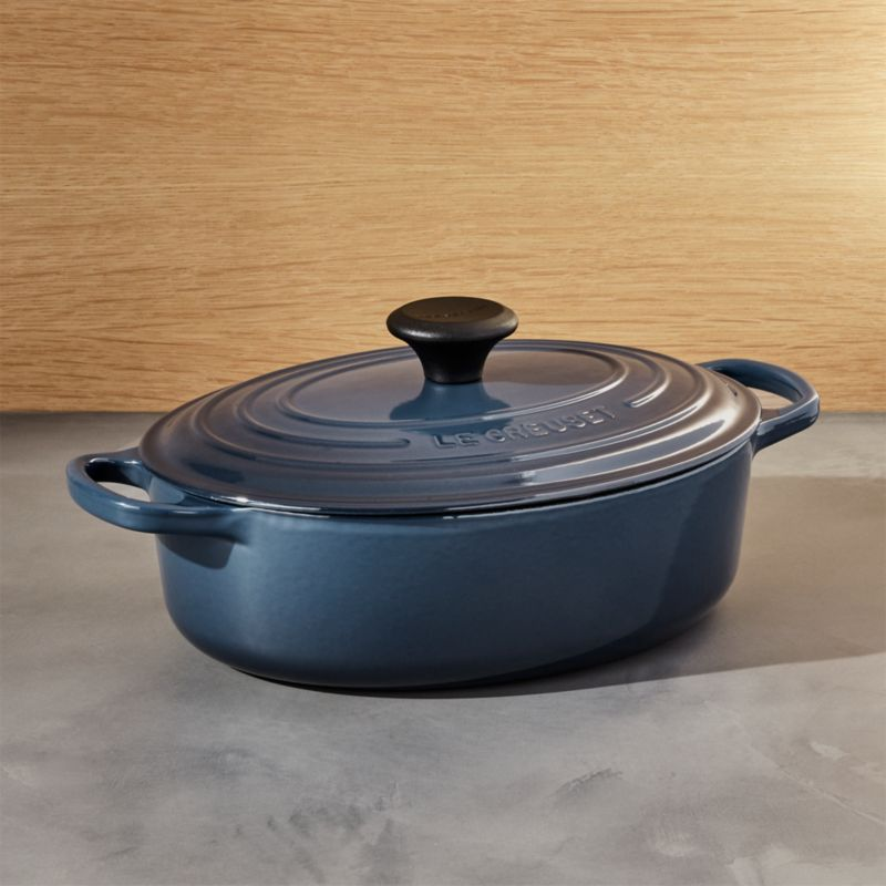 le creuset signature 3 5 qt ink oval wide dutch oven reviews crate and barrel. Black Bedroom Furniture Sets. Home Design Ideas