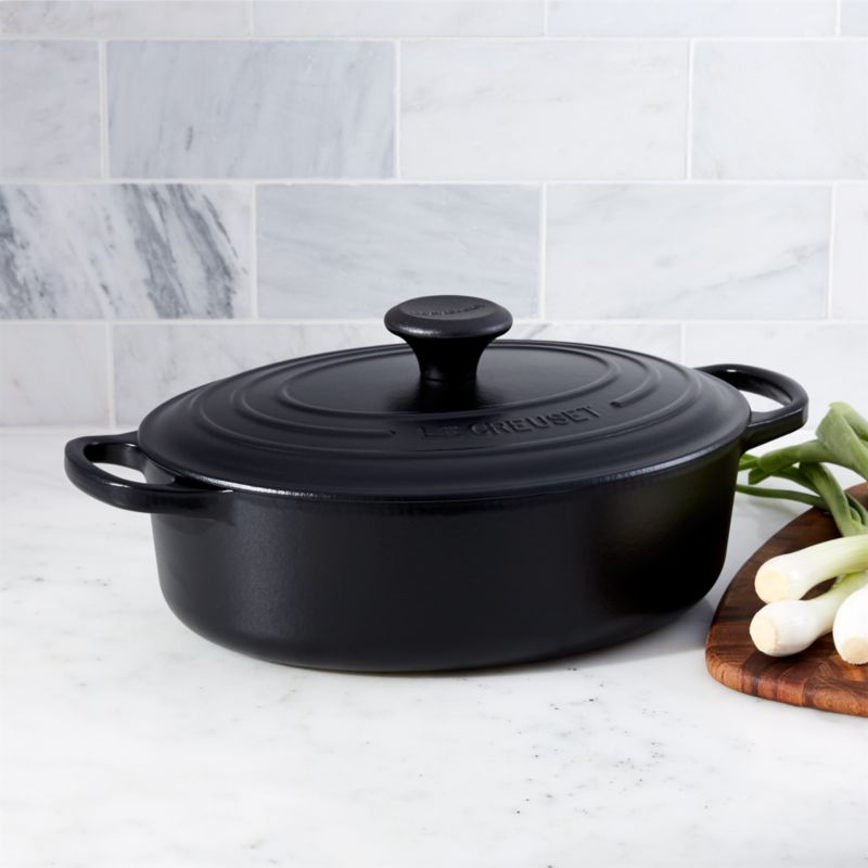 le creuset signature 3 5 qt oval licorice dutch oven with lid in individual cookware reviews. Black Bedroom Furniture Sets. Home Design Ideas