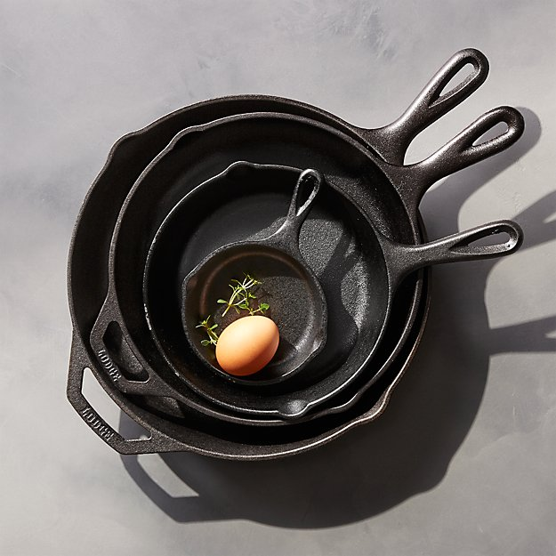 Lodge ® Cast Iron Skillets