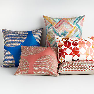 Rayi Pillow Arrangement