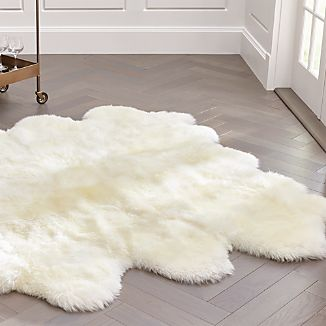 "Sheepskin Ivory 64""x70"" Throw/Rug"
