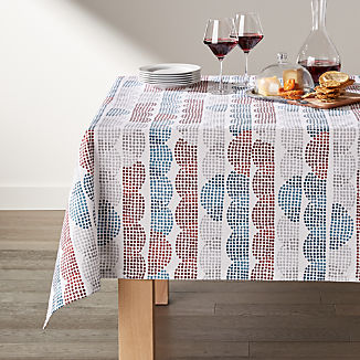 """Stippled Scallop Easy Care 60x90"""" Tablecloth"""