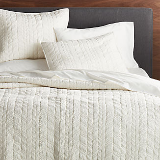 Tamara White Lightweight Quilts and Pillow Shams
