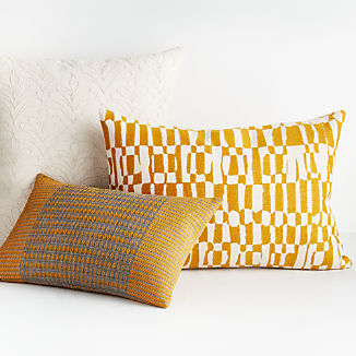 Tasi Pillow Arrangement