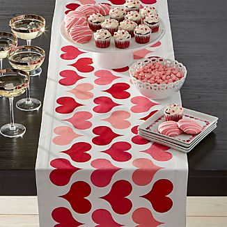 Valentine Hearts Table Runner.