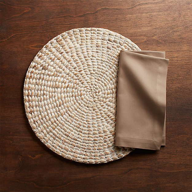 Whitewash Water Hyacinth Round Placemat and Fete Brindle Brown Cloth Napkin