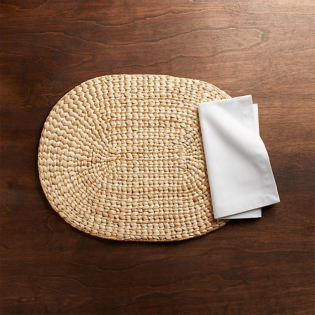 Water Hyacinth Oval Placemat and Fete White Cloth Napkin