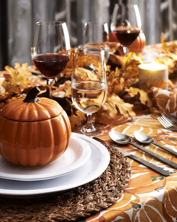 Thanksgiving plastic dinnerware
