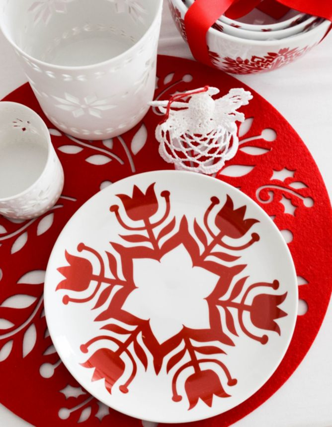 Red and white Christmas plate
